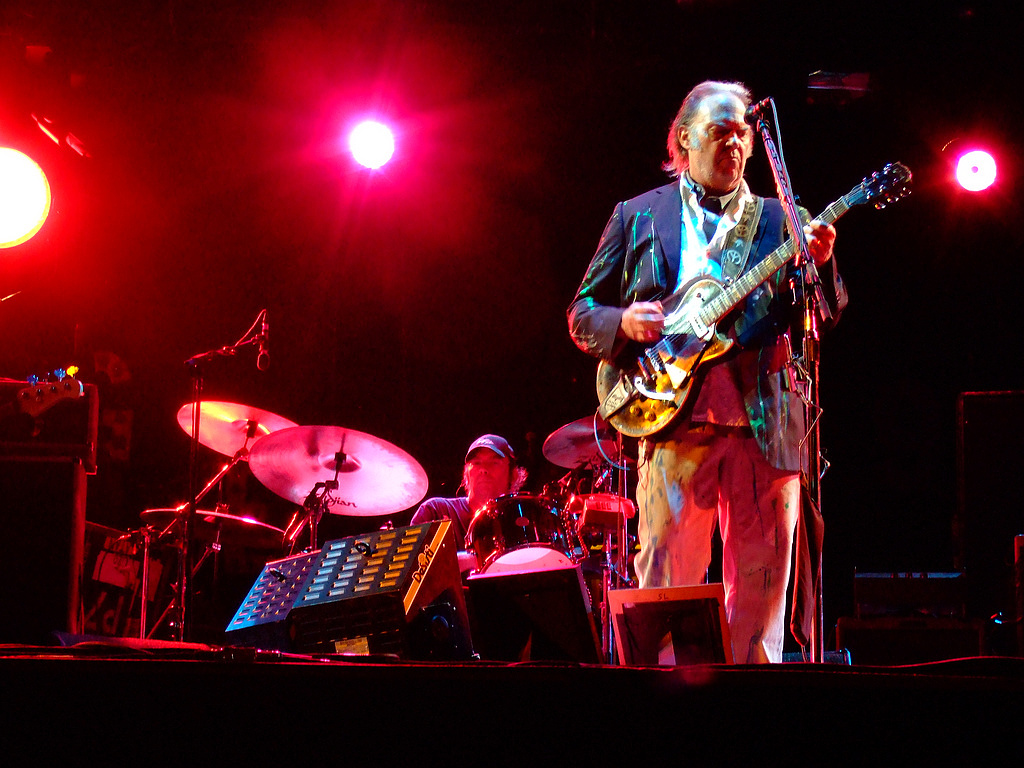 Neil_Young_at_Bospop_2008_a-152249.jpg