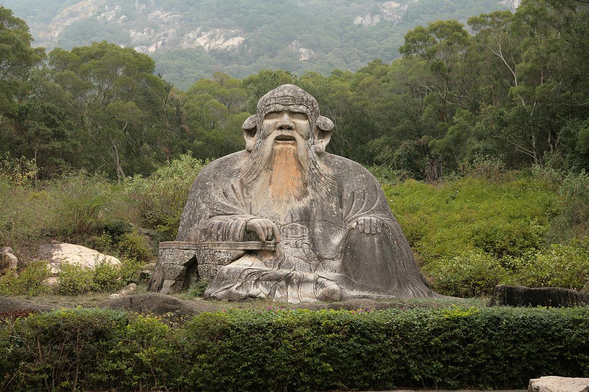 Statue_of_Lao_Tzu_in_Quanzhou-215156.jpg