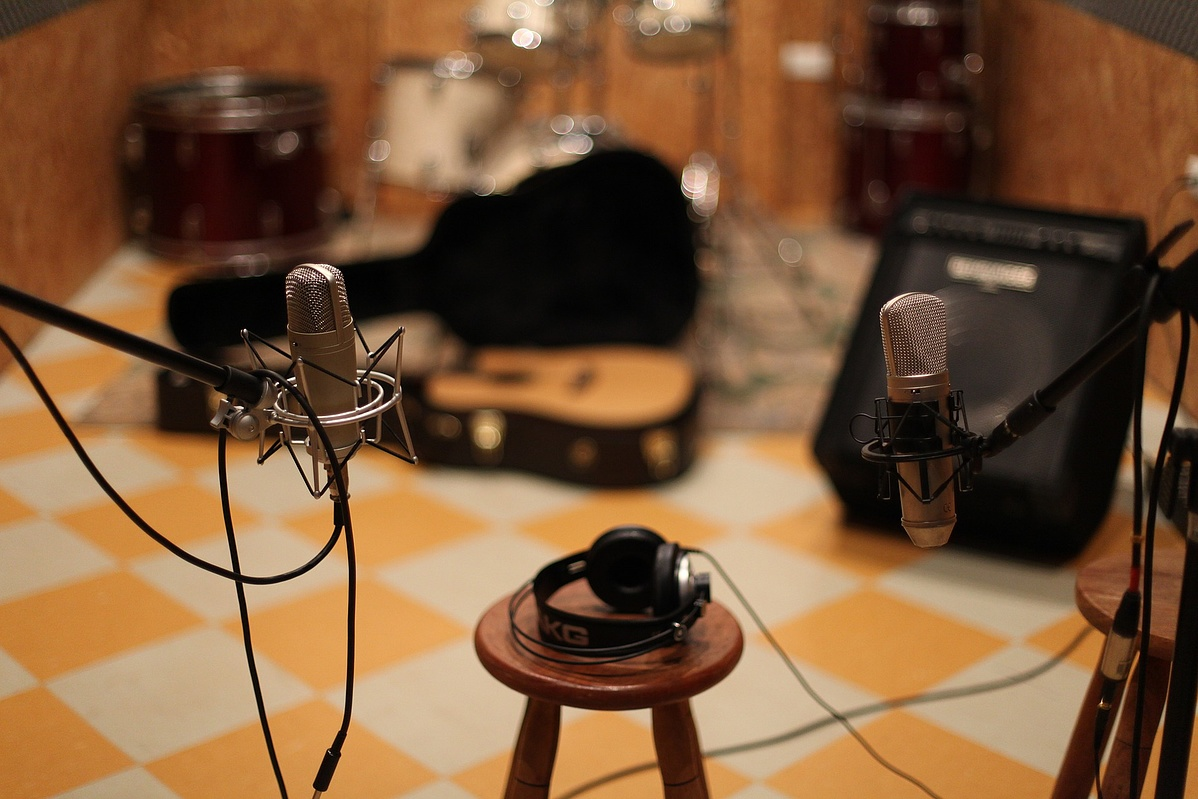 microphone-1003559_1920-114452.jpg